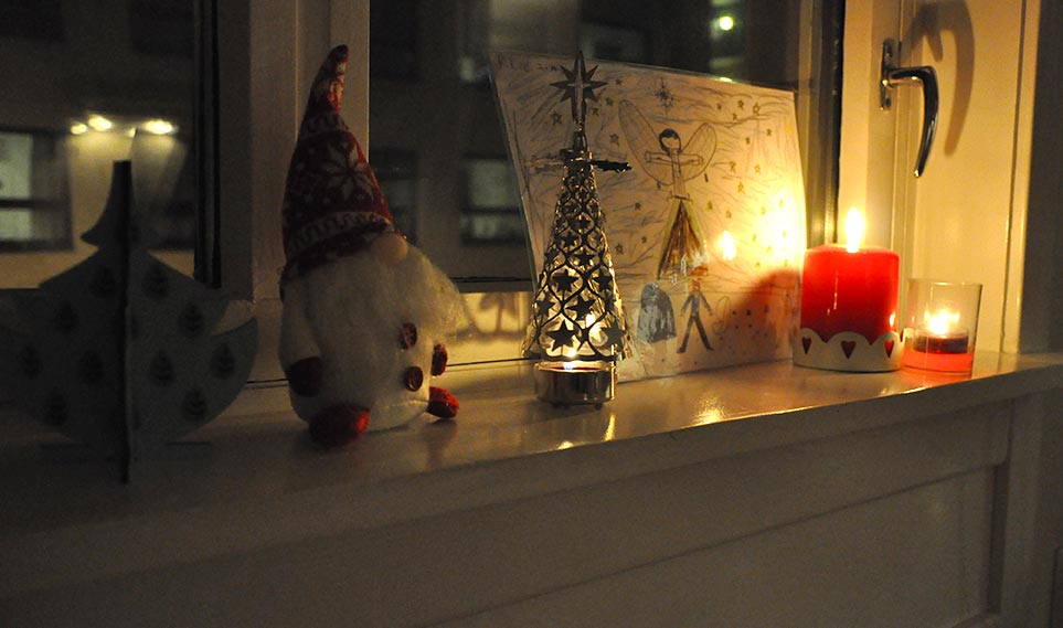 The kitchen window sill -- complete with a 'nisse', the Norwegian Santa, and our candle powered sculpture.